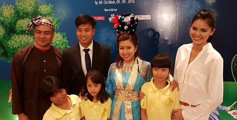 Sao Việt vui Trung thu cùng trẻ kém may mắn