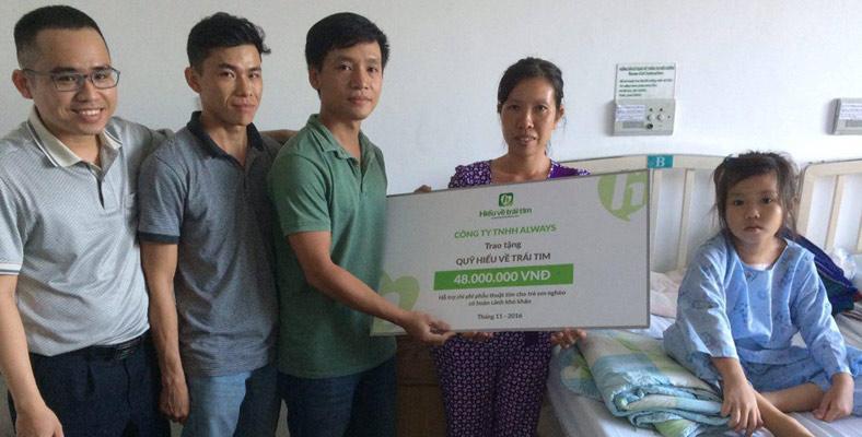 Đại diện Công ty TNHH Always đi thăm bé Kiều My