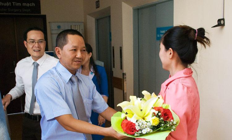 Đại diện Tập đoàn Vido thăm bé Huỳnh Hoàng Tuấn