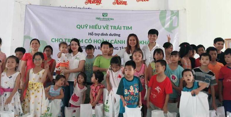 Trao quà cho trẻ em nghèo Đồng Nai và Bà Rịa Vũng Tàu